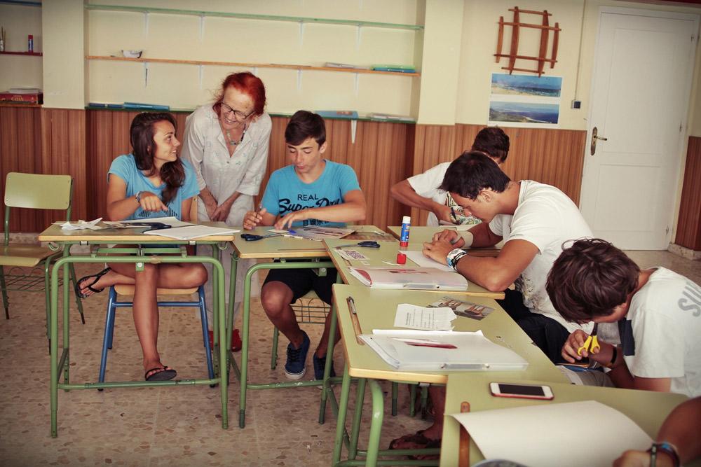 Summer-school-Spanish-English, Summer-school-Spanish-English, tell a joke in the classroom