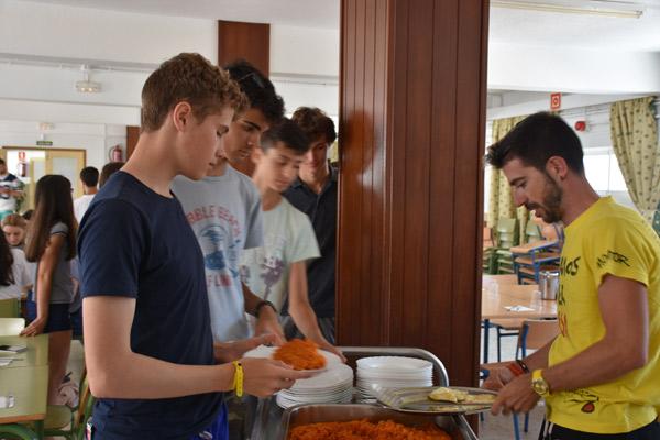 Summercamp-accommodation-Tarifa-Spain, lunch in the teen summer camp