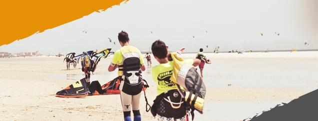 Kitesurf camp Tarifa, taking kitesurf gear to the beach