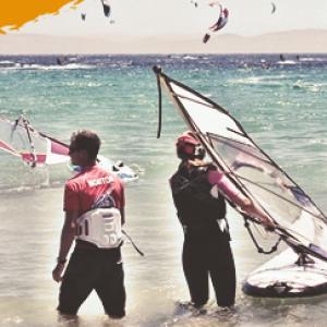 windsurf camp, young kitesurfer practicing beach start