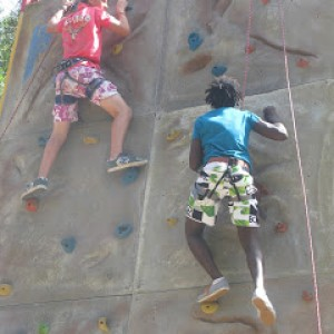 summer camps for teens tarifa, lenguaventura students on climbing wall