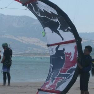 summer camps for teens tarifa, kitesurf students holding his kite