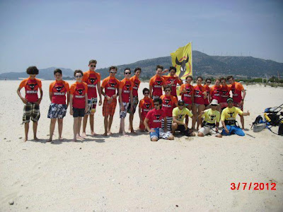 kitesurf camp for teens tarifa, group picture with kitesurf school flag