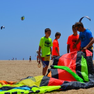 Kitesurf camps for teens, Kitesurf instructor with his group