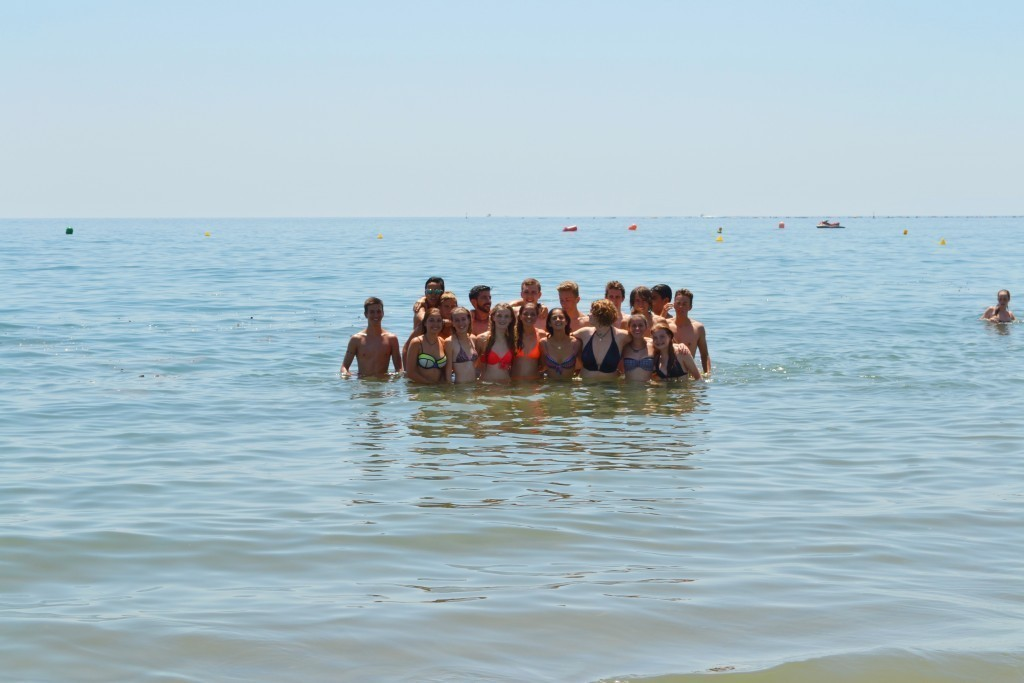 summer camps for teens, group picture students and group leaders