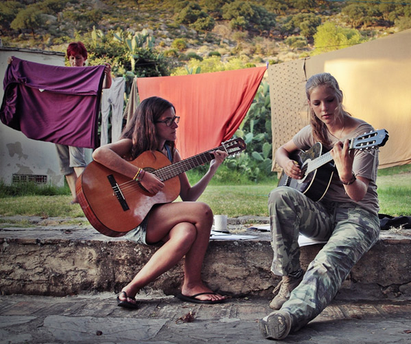 Lenguaventura-my-summer-camp-in-Tarifa-Spain, camper girl with guitar