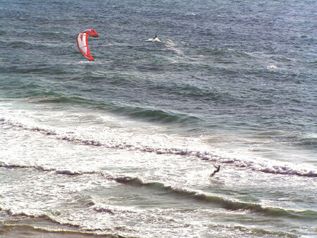 Kitesurf camp for teens, kitesurfers enjoying themselves