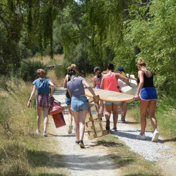 Summer-camp-program-for-young-adventurers, raft building