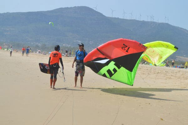 teenage-kite-surf-camp, learning the safety instructions