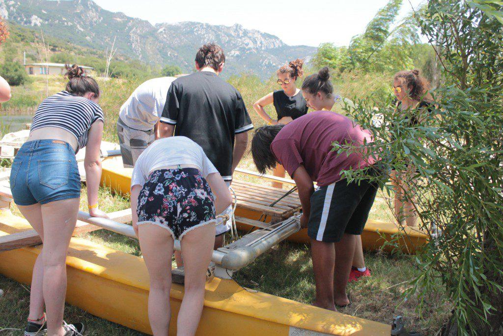 Colonie de vacances d'été, construction d'un radeau