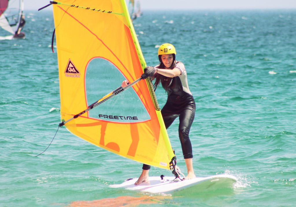 Sommercamps-in-Spanien-Windsurfen
