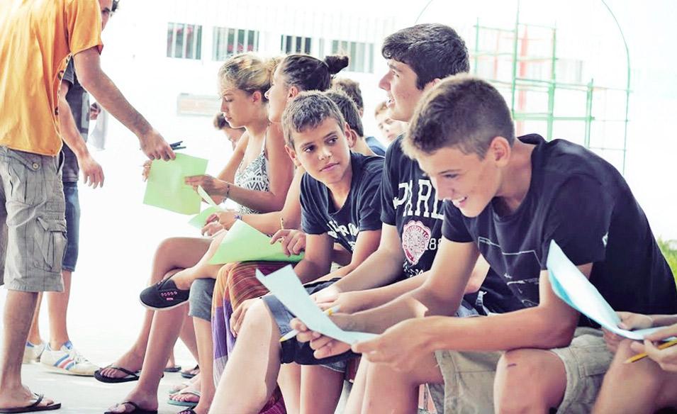 Sprachkurse-fuer-Jugendliche, Spanisch Klasse ausserhalb vom Schulzimmer
