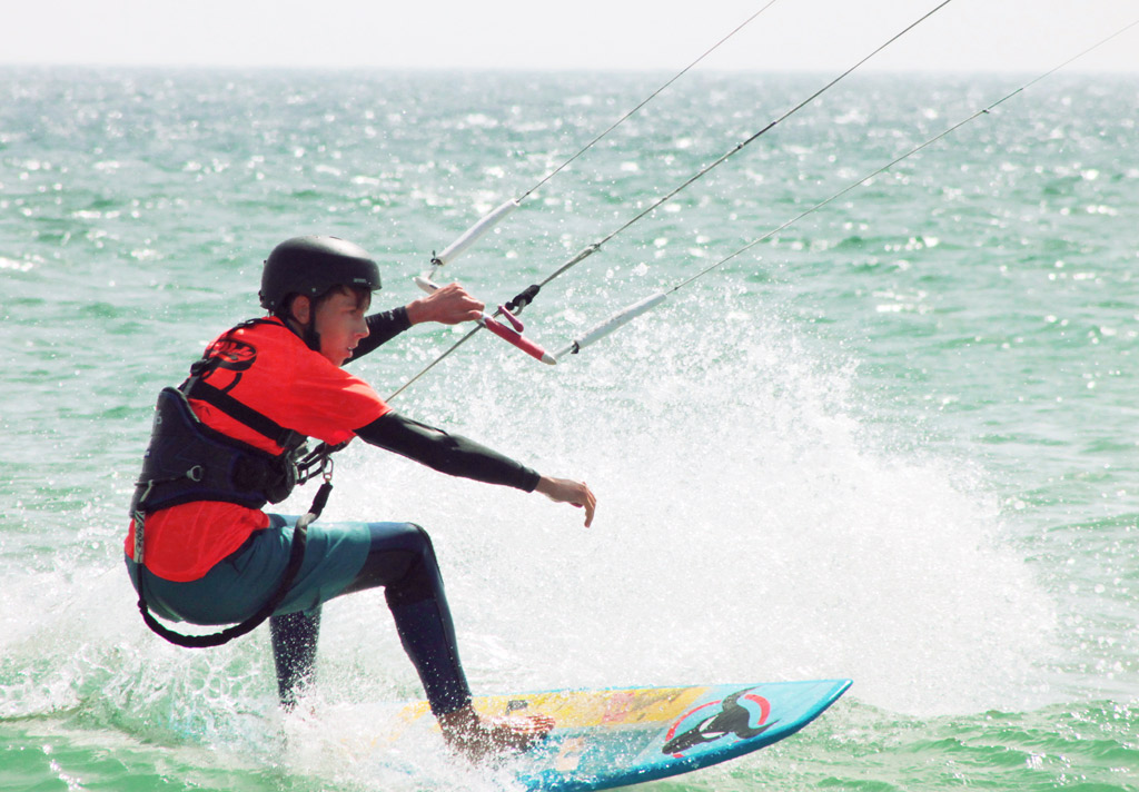 Summer-camps-experiences-kitesurf